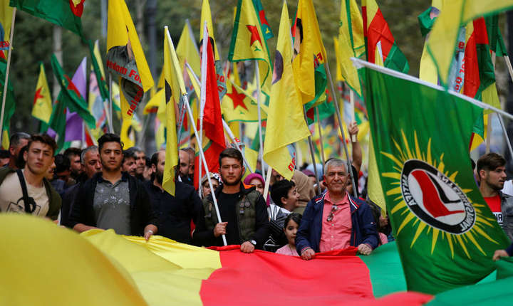 Manifestanţi kurzi la Marsilia denunţînd ofensiva militară turcă în Siria, 12 octombrie 2019
