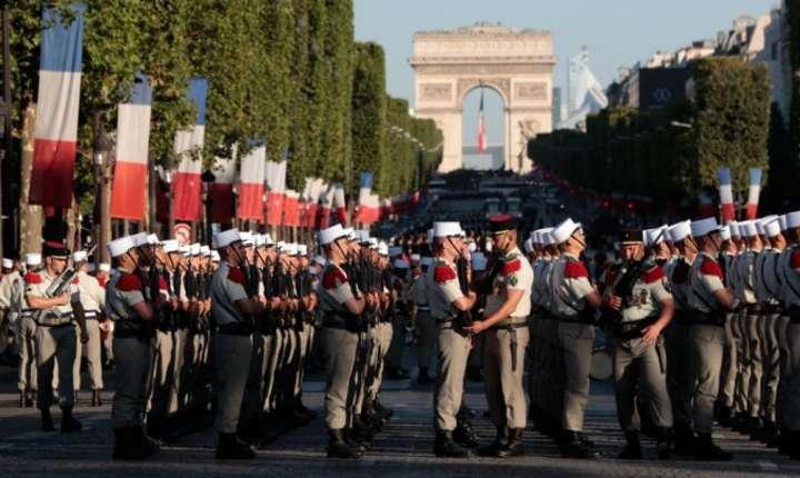 La Paris, pe Champs Elysées are loc parada militara cu ocazia zilei nationale