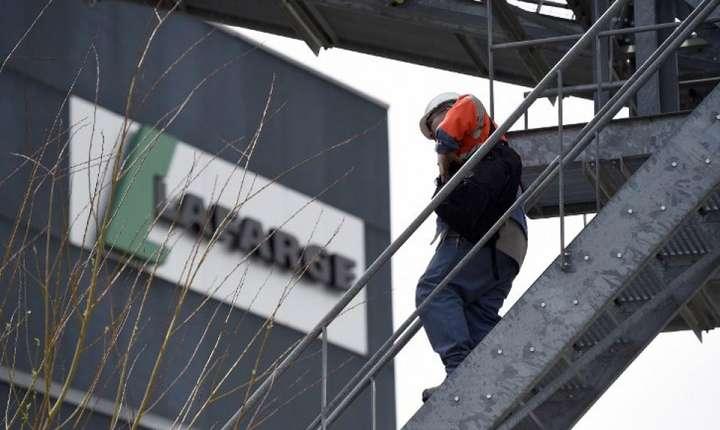 Firma LafargeHolcim, tinta mai multor plângeri din partea unor ONGuri dar si a guvernului francez