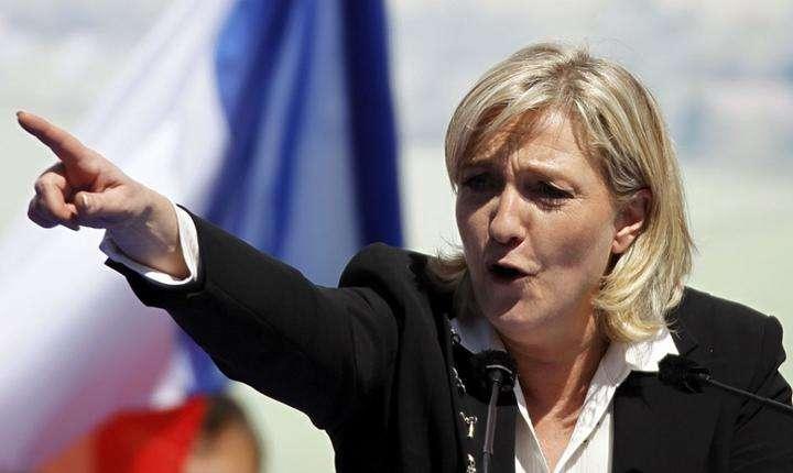 Considerată intrată în turul doi de toate sondajele, Marine Le Pen ar fi învinsă indiferent cu cine ar concura în turul al doilea, indică aceleași sondaje