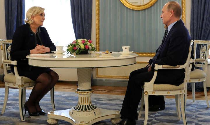 Marine Le Pen, lidera Frontului national si candidata extremei drepte franceze la prezidentialele, a fost primità pe 24 martie la Kremlin de Vladimir Putin