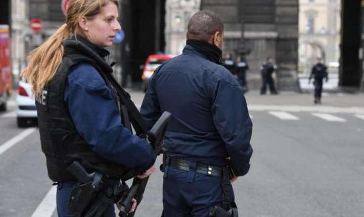Politia a blocat toatà zona din jurul muzeului Luvru dupà atacul comis contra militarilor