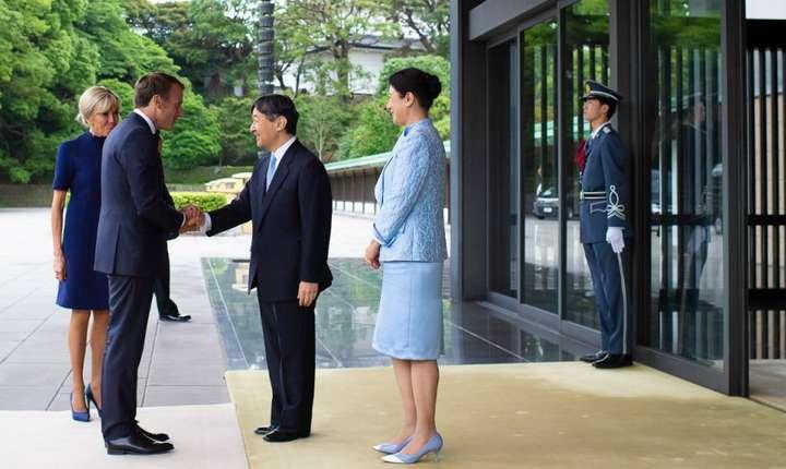 Emmanuel Macron şi soţia sa Brigitte primiţi la Tokyo de împăratul Naruhito şi de împărăteasa Masako