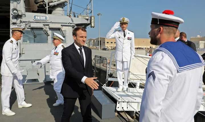 "Emmanuel Macron, presedintele Frantei, la bordul fregatei ""Jean-Bart"" stationatà la Abu Dhabi, 9 noiembrie 2017"