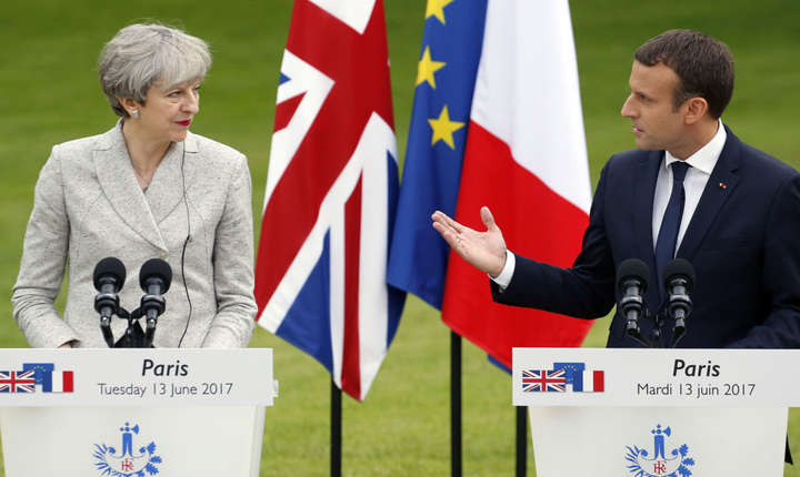 Theresa May și Emmanuel Macron la Paris