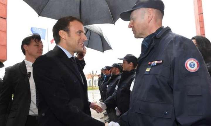 Emmanuel Macron vizitînd penitenciarul din localitatea Agen, 6 martie 2018