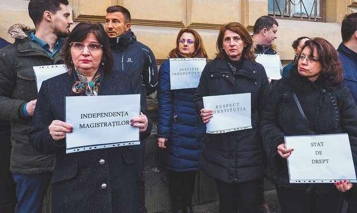 Magistratii isi continua protestele până când guvernul nu renunță complet la Ordonanța 7