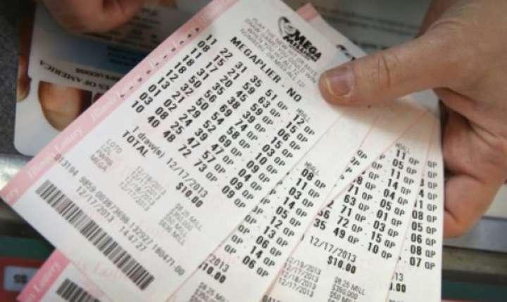 Mai multe bilete pentru loteria Mega Millions, Chicago, decembrie 2013.