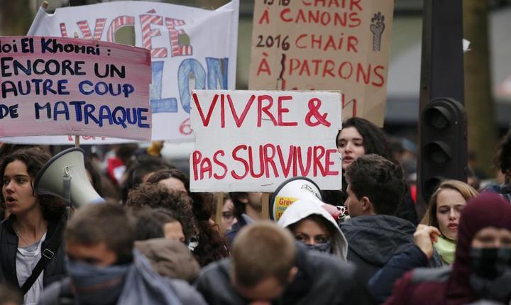 Liceenii si studentii francezi iesiserà déjà în stradà în luna martie pentru a cere retragerea proiectului de lege ce prevede reforma codului muncii