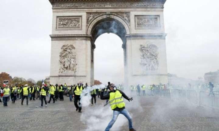 Manifestatia Vestele Galbene / Gilets Jaunes, Arcul de Triumf, Paris, 1 decembrie 2018.
