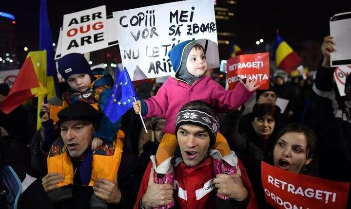 Noi manifestaţii, inclusiv un marş al copiilor, aşteptate în acest week-end în Bucureşti (Foto: AFP/Daniel Mihăilescu)