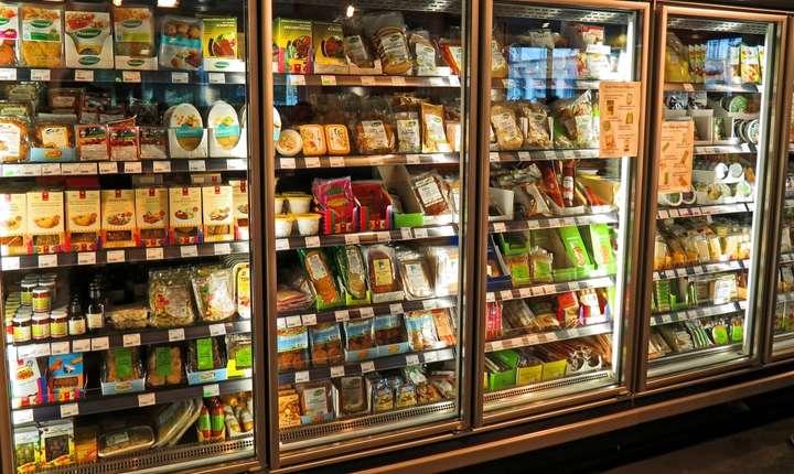 Inspectorii europeni vor putea verifica tot lanţul de producţie şi comercializare în cazul unor produse cu dublu standard