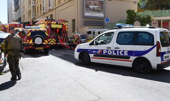 Numeroase forte de ordine au fost prezente la Marsilia în jurul locului unde au fost arestati cei doi suspecti, marti 18 aprilie 2017