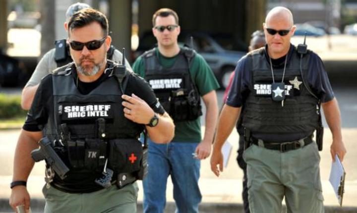 Ofiţeri de Poliţie, la locul atacului din Orlando (Foto: Reuters/Steve Nesius)