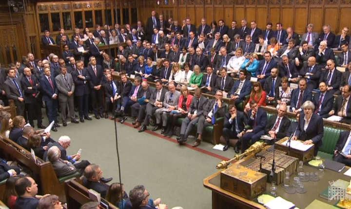 Theresa May vorbește în Camera Comunelor