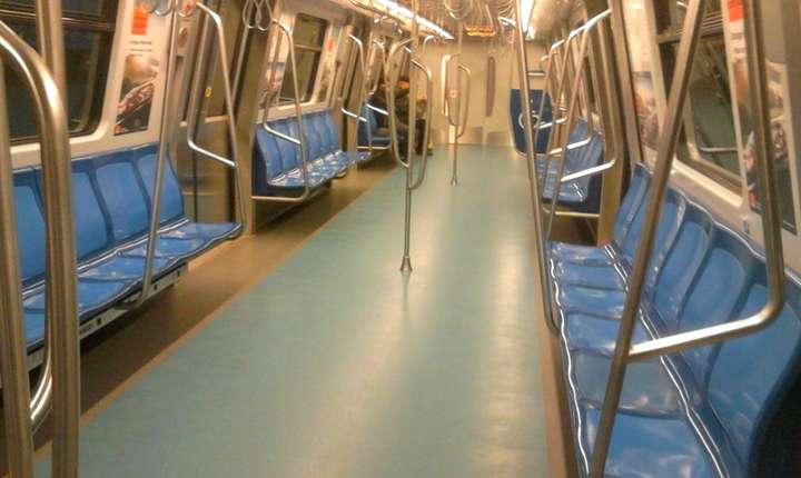 Studenţii cer prelungirea programului metroului bucureştean (Foto: RFI/Cosmin Ruscior)