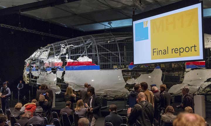 Avionul s-a dezintegrat în aer după ce a fost lovit de racheta BUK de fabricaţie rusească