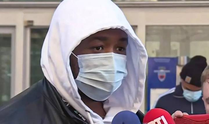 Producàtorul Michel, la iesirea din sediul Inspectoratului general al politiei franceze unde a depus plângere contra politistilor care l-au snopit în bàtaie.