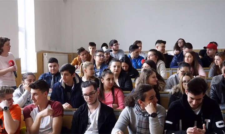 Andreea Orosz cu elevii de la Colegiul Tehnic Mihai Bravu din București