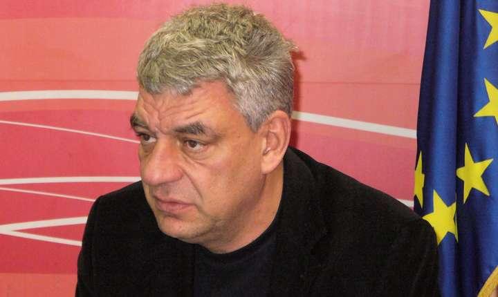 Mihai Tudose a absolvit cursurile Academiei Naționale de Informații