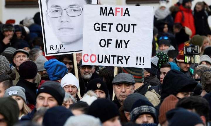 Mii de slovaci au manifestat la Bratislava împotriva coruptiei, februarie 2018.