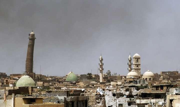 Minaretul înclinat al moscheeii al-Nuri din Mosul, mai 2017