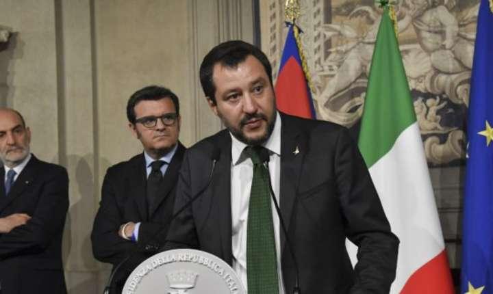 Ministrul italian de Interne, Matteo Salvini, în acelasi timp si vice-premier, nu permite migrantilor sa debarce de pe nava Diciotti si ameninta ca îi va trimite înapoi în Libia.