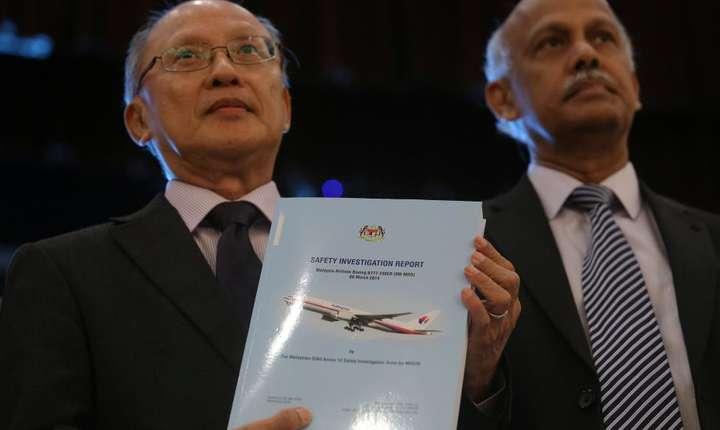 Coordonatorul anchetei privind dispariţia MH370, Kok Soo Chon, a prezentat raportul final (Foto: Reuters/Sadiq Asyraf)