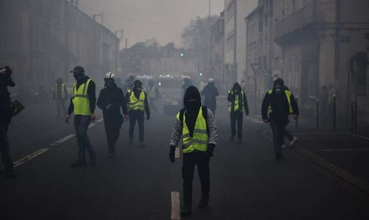 Proteste ale vestelor galbene, la Bourges (Foto: AFP/Guillaume Souvant)