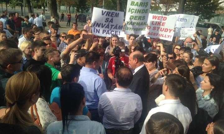 Premierul Pavel Filip a cerut SIS să prezinte informații suplimentare privind expulzarea profesorilor