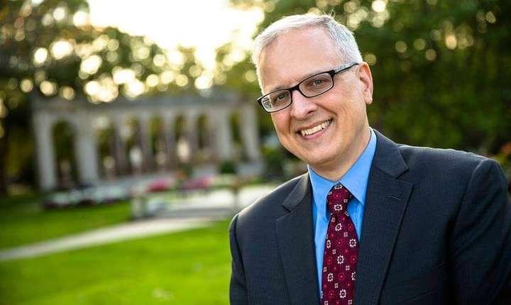 Patrick Murray este directorul Institutului de Sondaj Electoral și de Opinie de la Universitatea Monmouth  din statul american New Jersey.