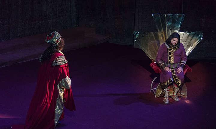 Scena din spectacolul Nabucco