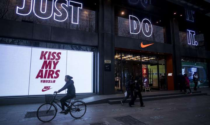 "Firma Nike, una din tintele anchetei ""Paradise Papers"""