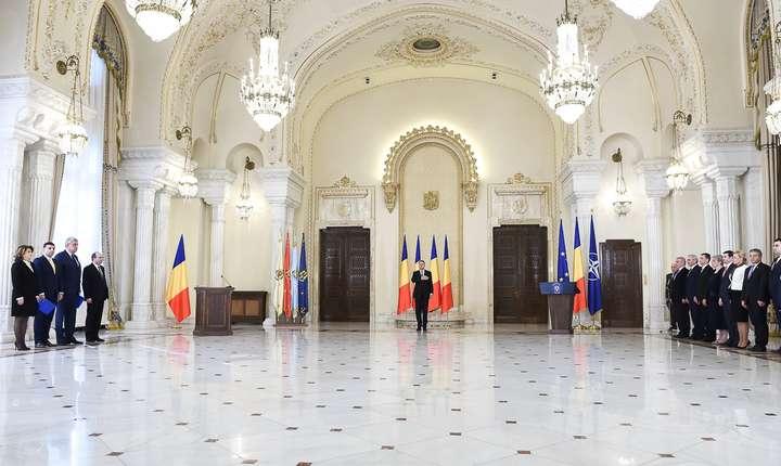 Noii miniştri din Guvernul Grindeanu au depus jurământul în faţa preşedintelui Klaus Iohannis (Foto: www.presidency.ro)