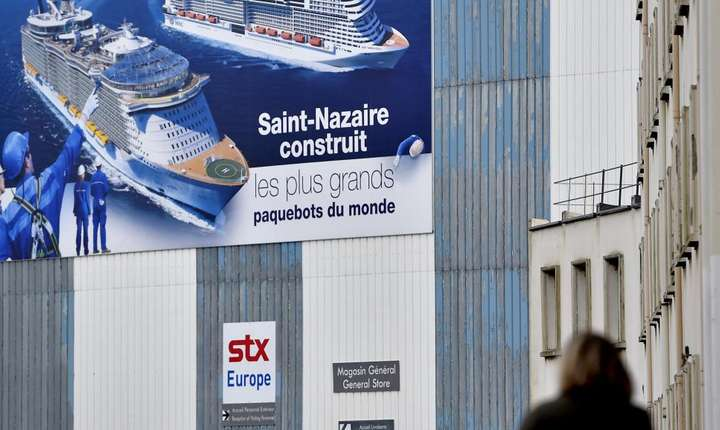 O constructie pe santierul naval STX din Saint Nazaire în decembrie 2016