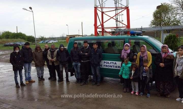 Migranţi prinşi la graniţa României (Sursa foto: www.politiadefrontiera.ro)
