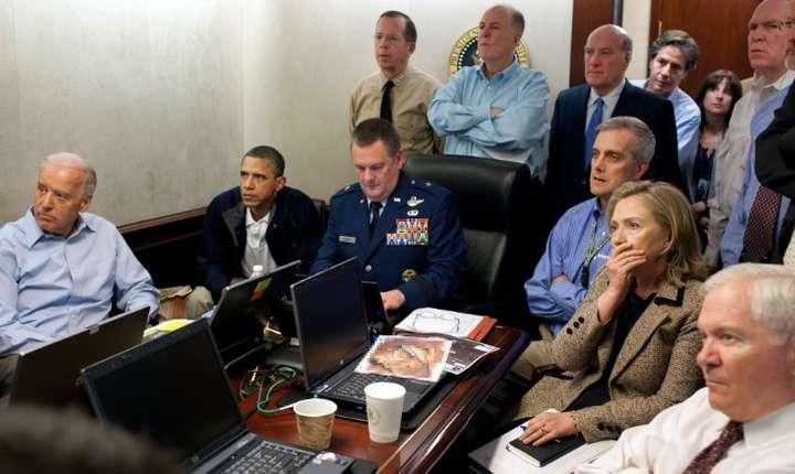 Președintele Barack Obama urmărind operațiunea de eliminarea lider-ului Al-Qaeda Osama Bin Laden,în mai 2011