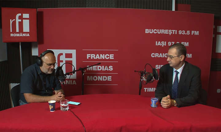 Ovidiu Nahoi și Iulian Chifu in studioul de inregistrari RFI Romania