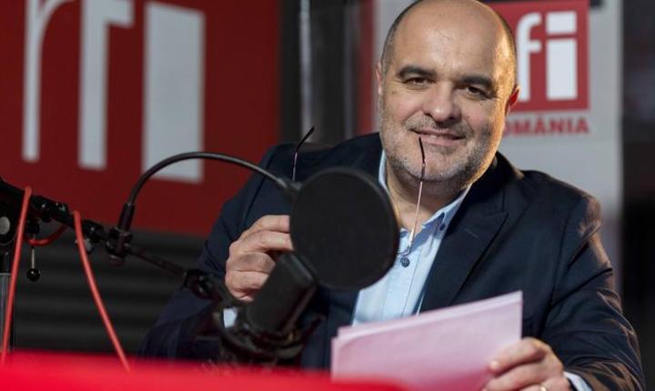Jurnalistul Ovidiu Nahoi in studioul RFI Romania