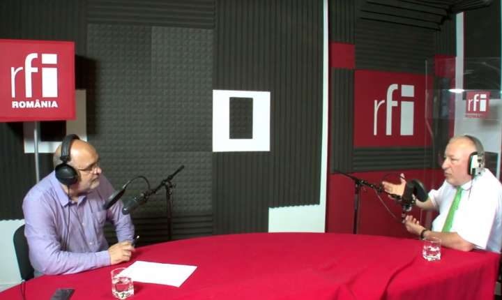 Ovidiu Nahoi si Iulian Fota in studioul radio RFI