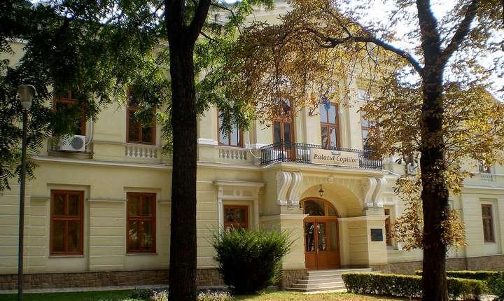 Palatul Cantacuzino , fostă reşedinţă a Reginei Maria , acum Palatul Copiilor , Iaşi, România