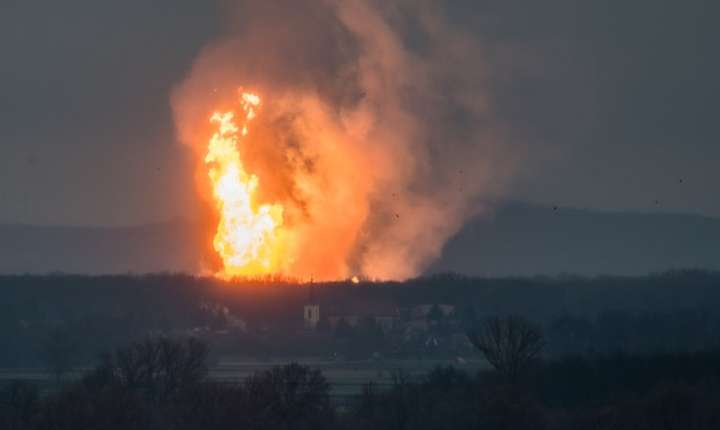 Imagini cu explozia de la terminalul de la Baumgarten, Austria (Foto: AFP/Tomas Hulik)