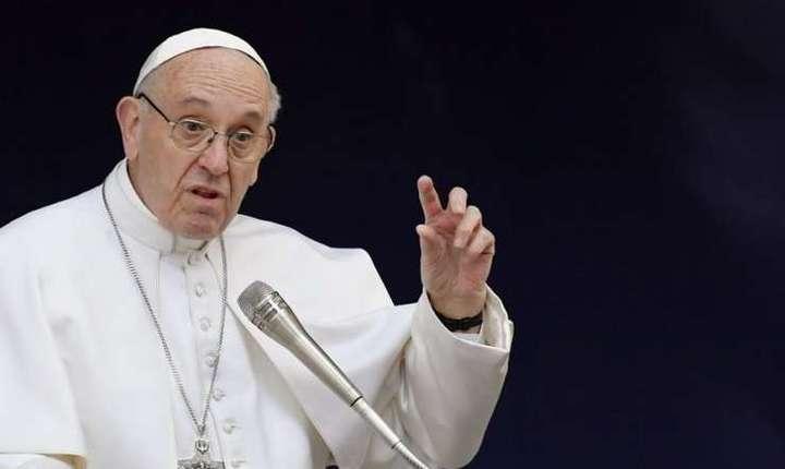 Papa Francisc despre arme și refugiați
