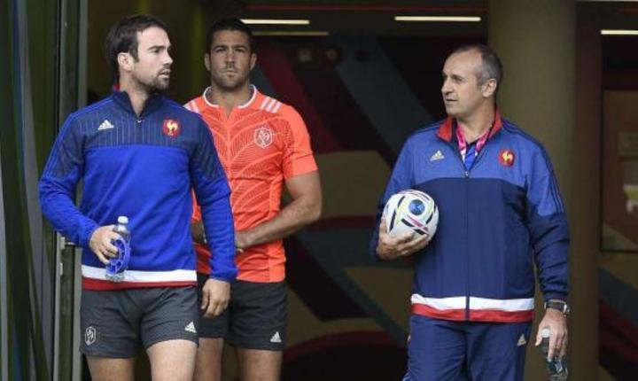 Antrenorul cocosilor galici, Philippe Saint-André si doi dintre jucàtorii ce vor fi aliniati miercuri: Morgan Parra si Rémi Talès