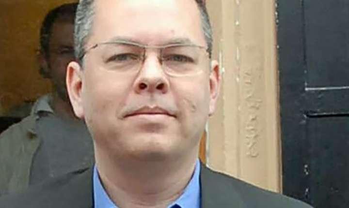 Pastorul american Andrew Brunson este acuzat de Ankara de terorism dar a respins mereu acuzatiile.