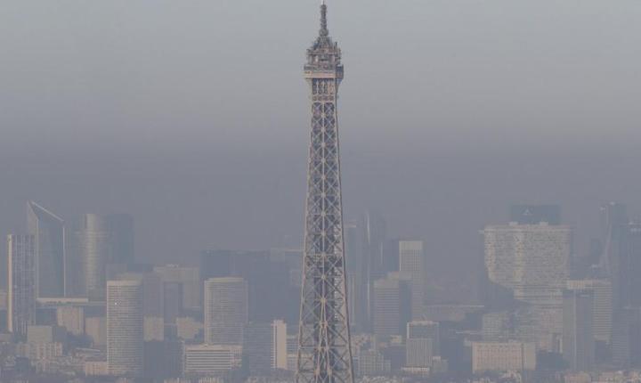 Autoritatile franceze au restrictionat traficul in Paris pentru a diminua nivelul poluarii