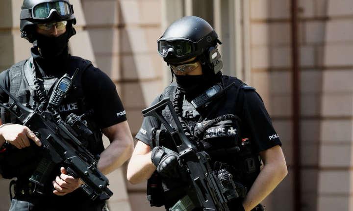 Polițiști britanici înarmați