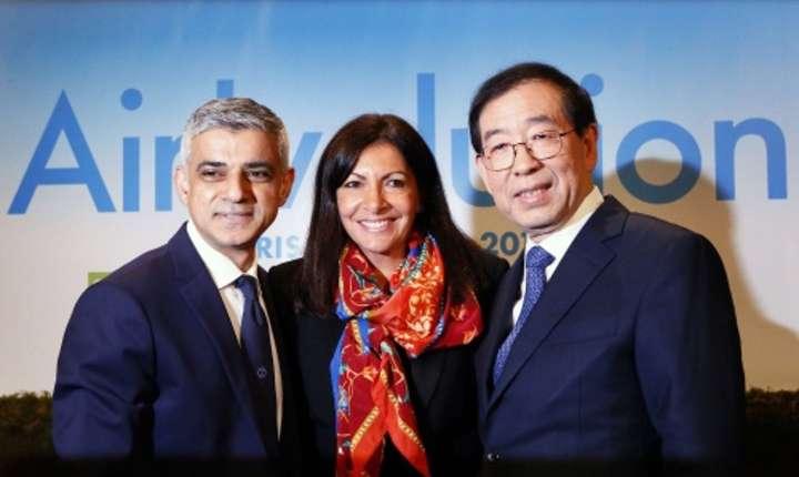 Sadiq Khan, primarul Londrei, Anne Hidalgo, primàrita Parisului si Park Won-Soon, primarul Séoul, reuniti în capitala Frantei pe 29 martie 2017