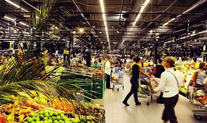 Comisia Europeană a lansat săptămâna trecută o procedură de sanționare a României pe tema legii care îi obligă pe marii comercianți să vândă cel puțin 51% produse alimentare care provin din producția internă.