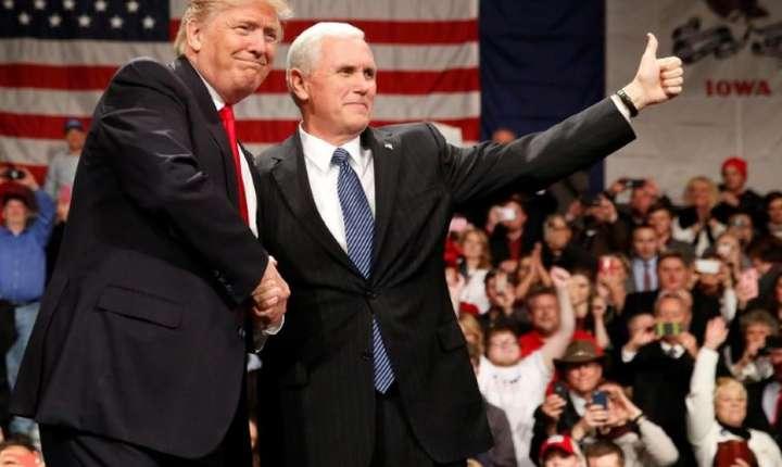 Presedintele Donald Trump împreuna cu vice-presedintele Mike Pence, 8 decembrie 2016, Iowa, SUA